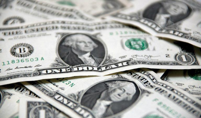Dólar pierde 17 centavos, abre a la venta en $19.66 en bancos