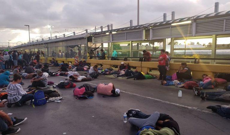 Migrantes bloquean Puente Nuevo Internacional de Matamoros