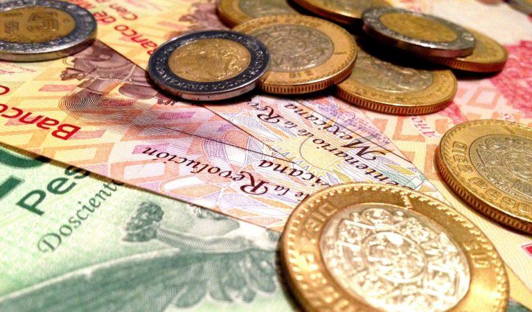 Peso mexicano se recupera, cotiza en 23.72 por dólar