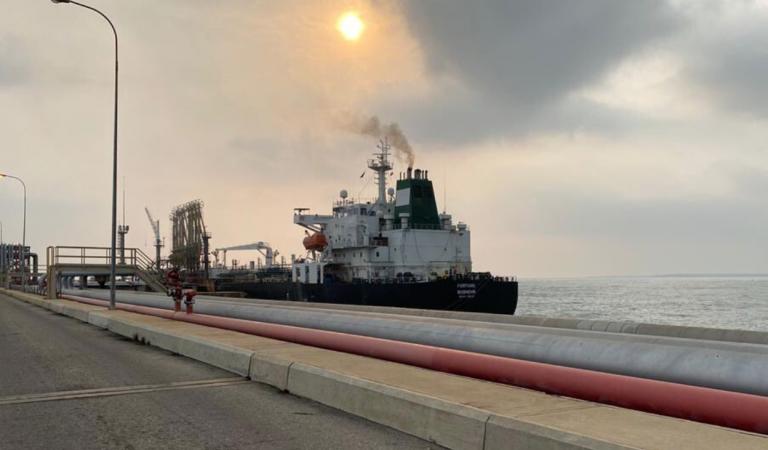 Llega primer buque iraní con gasolina a Venezuela