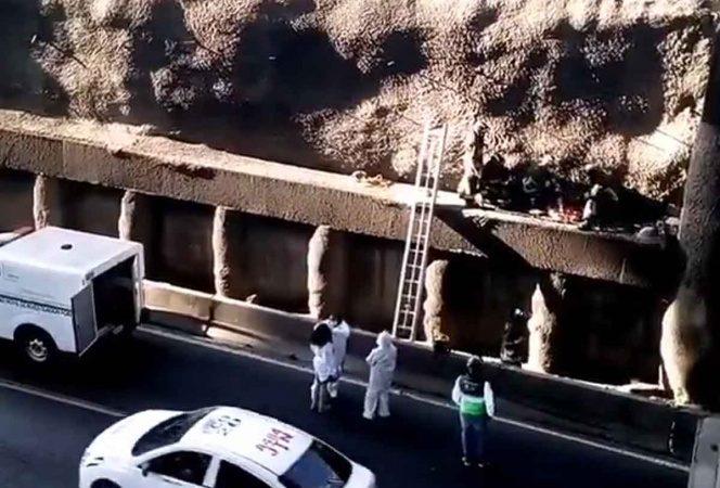 Fallece motociclista al caer y quedar atrapado en muro de Periférico