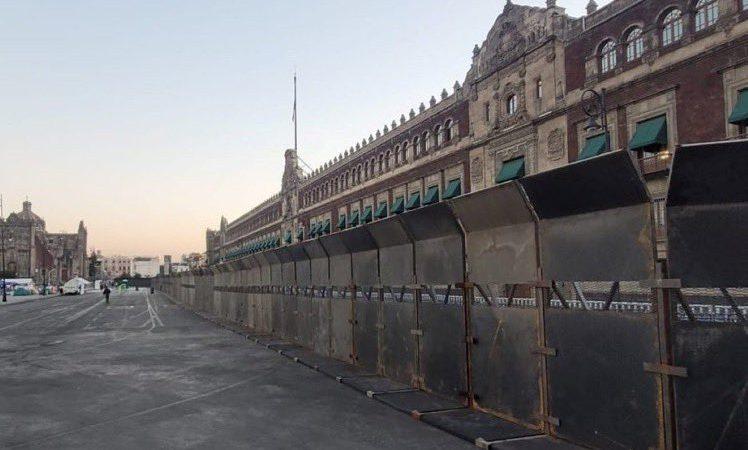'Amurallan' Palacio Nacional previo a marcha por el 8M