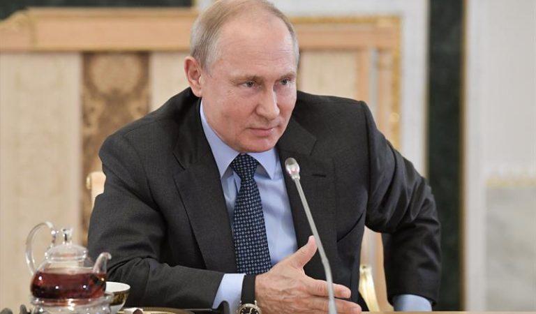 Putin apoya liberar las patentes de vacunas contra COVID-19