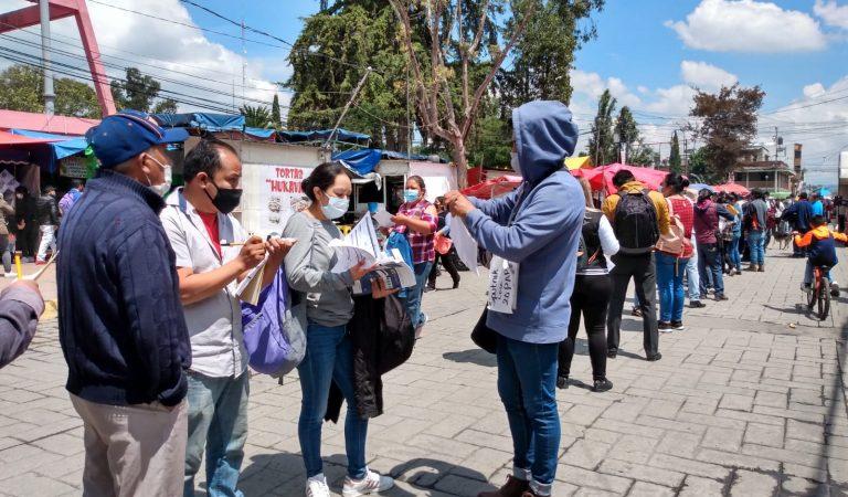 4 horas esperan en fila personas de 30-39 años en Otzolotepec y Xonacatlan para recibir vacuna contra COVID-19