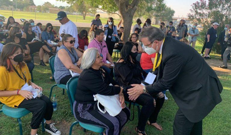 Ebrard se reúne con familiares de víctimas de la masacre de 2019 en El Paso, Texas