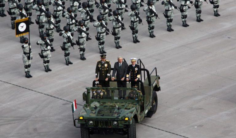 El presidente, pasó revista a las tropas que participarán en el Desfile Militar