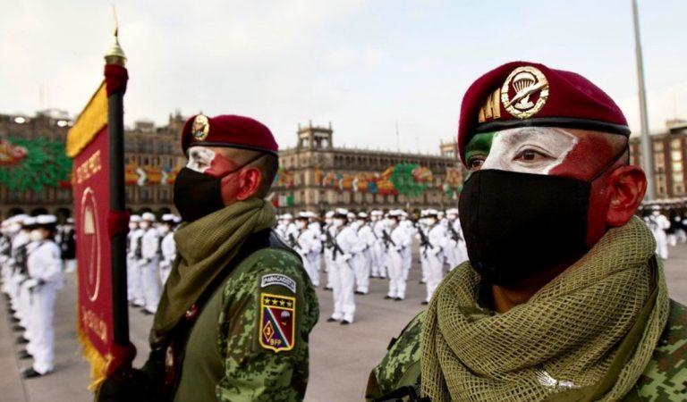 Desfile cívico militar en el Zócalo capitalino